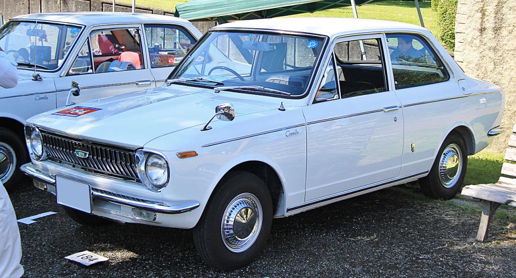 Toyota Corolla 1. generace; foto: TTTNIS, zdroj: Wikimedia