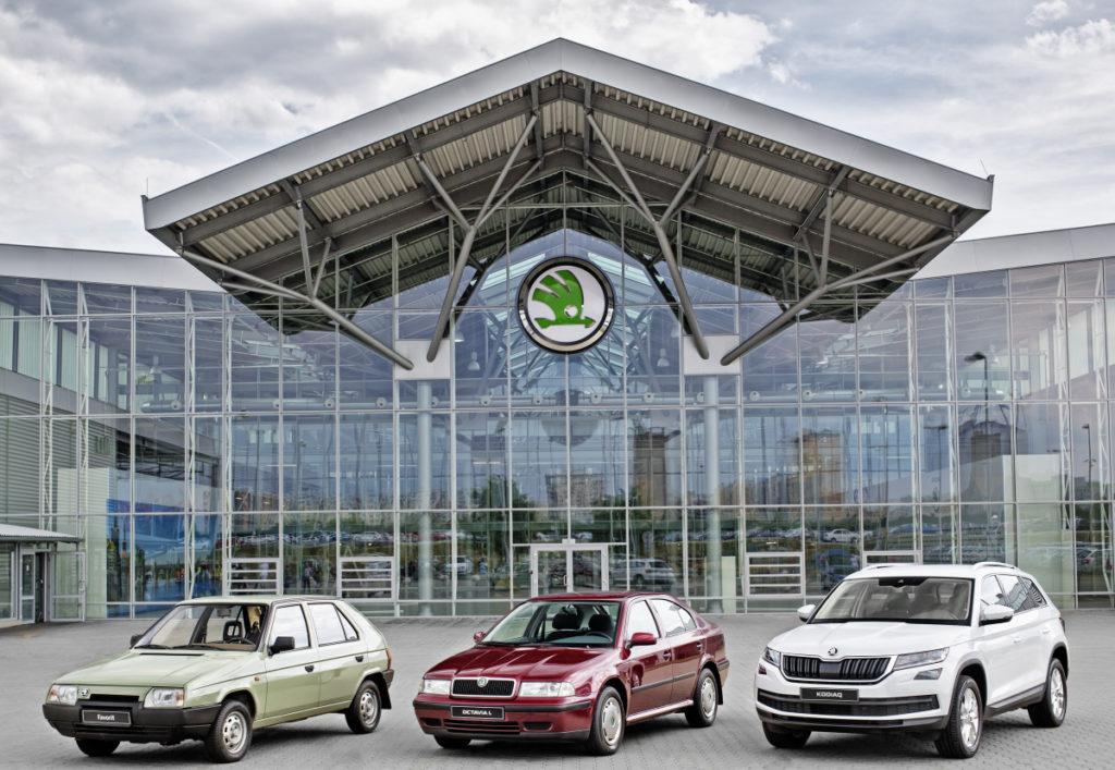 Škoda auto oslavuje 15 milionů vyrobených aut od spojení s Volkswagenem (na snímku Škoda Favorit, Octavia a Kodiaq), foto: Škoda auto