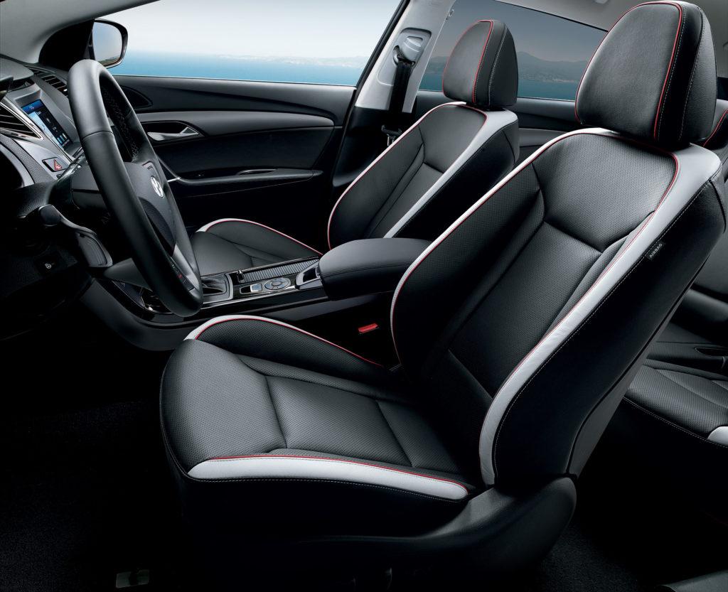 Interiér Hyundai i40 nezapře roky. Pohodlí ani výbava mu však nechybí. foto: Hyundai