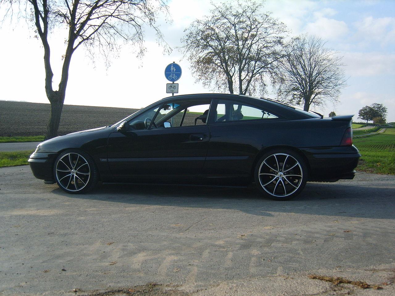 Opel Calibra, foto: Michael110476, volné dílo, dostupné z https://commons.wikimedia.org/wiki/Category:Opel_Calibra#/media/File:2007_1013_154230AA.JPG