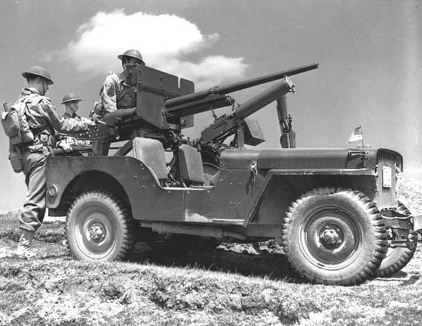 Willys MB Jeep (1942) v bojové úpravě, foto: volné dílo, https://commons.wikimedia.org/w/index.php?curid=198329