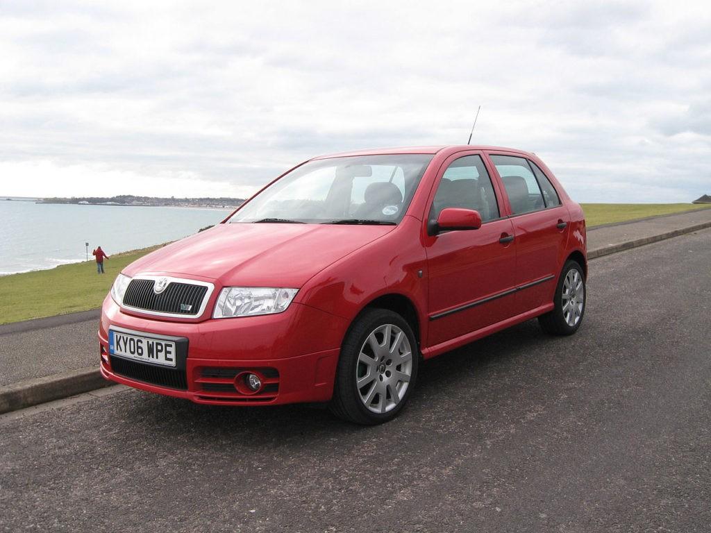 Škoda Fabia RS, foto: Andrew Bone, CC BY 2.0, https://commons.wikimedia.org/wiki/Category:%C5%A0koda_Fabia_I_RS#/media/File:Skoda_Fabia_vRS_(7914423470).jpg