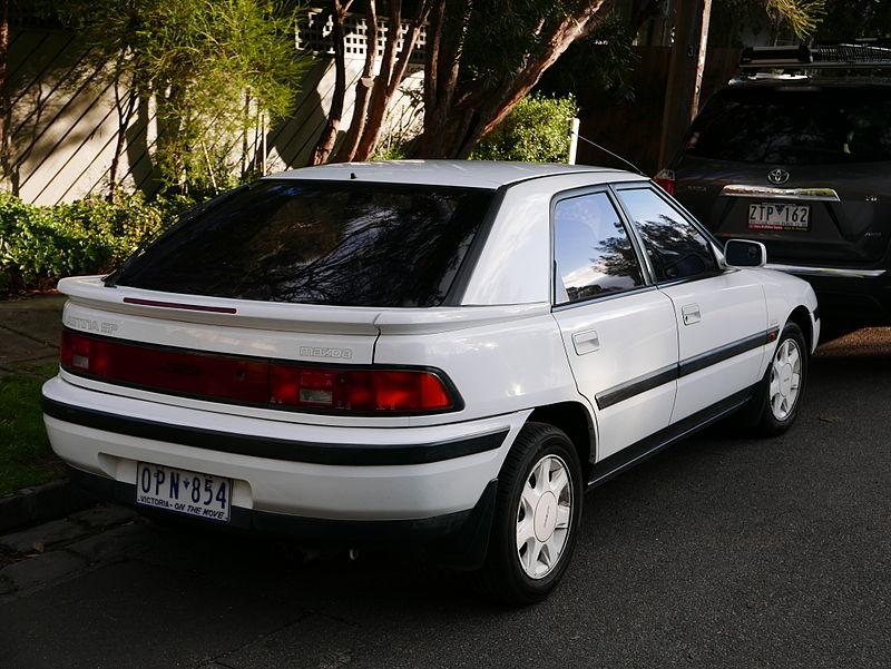 Mazda 323F (1999), autor: OSX, zdroj: Wikimedia commons (volné dílo)