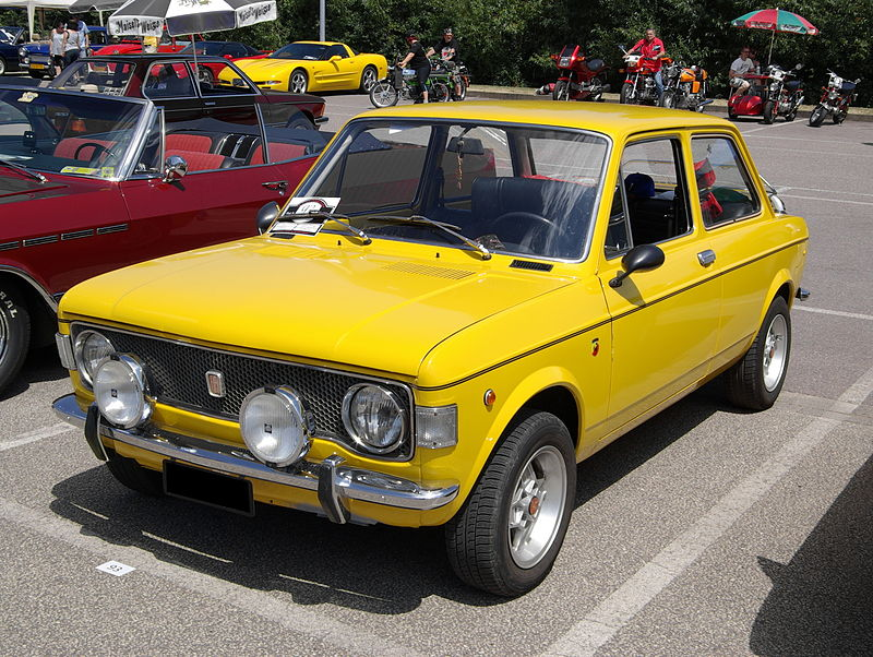 Fiat 128 A, rok 1971, foto: Berthold Werner - vlastní dílo, CC BY-SA 3.0, https://commons.wikimedia.org/w/index.php?curid=27610045