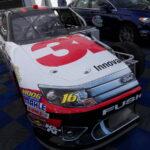 Když neoslní speciál NASCAR, tak pohled do jeho útrob určitě.